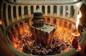 Lumina sfanta de la Biserica Invierii din Ierusalim